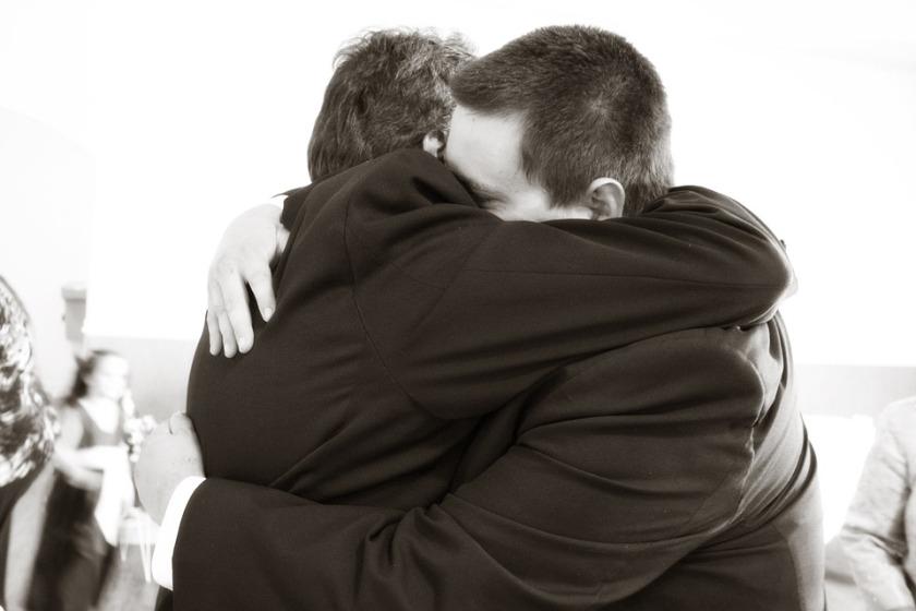 hugging-571076_960_720