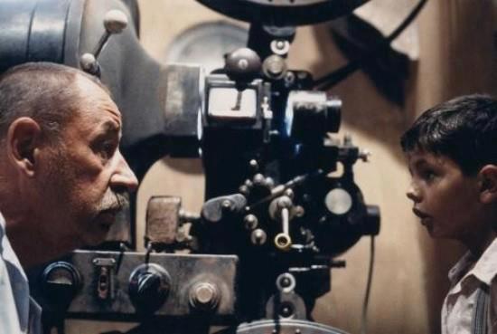 Proiettore_Prevost_Magnus-Philippe_Noiret-Salvatore_Cascio_(Nuovo_Cinema_Paradiso,_1988)